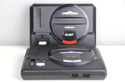 Beide Sega Flashback-Konsolen im Vergleich: 2017er und 2019er Edition (Foto: Powerkonsolen.de)